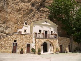 Santuario della Santissima Trinità da Vallepietra | Escursioni, Sentieri e Trekking nel Lazio