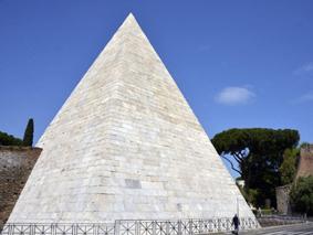 Visita la Piramide Cestia