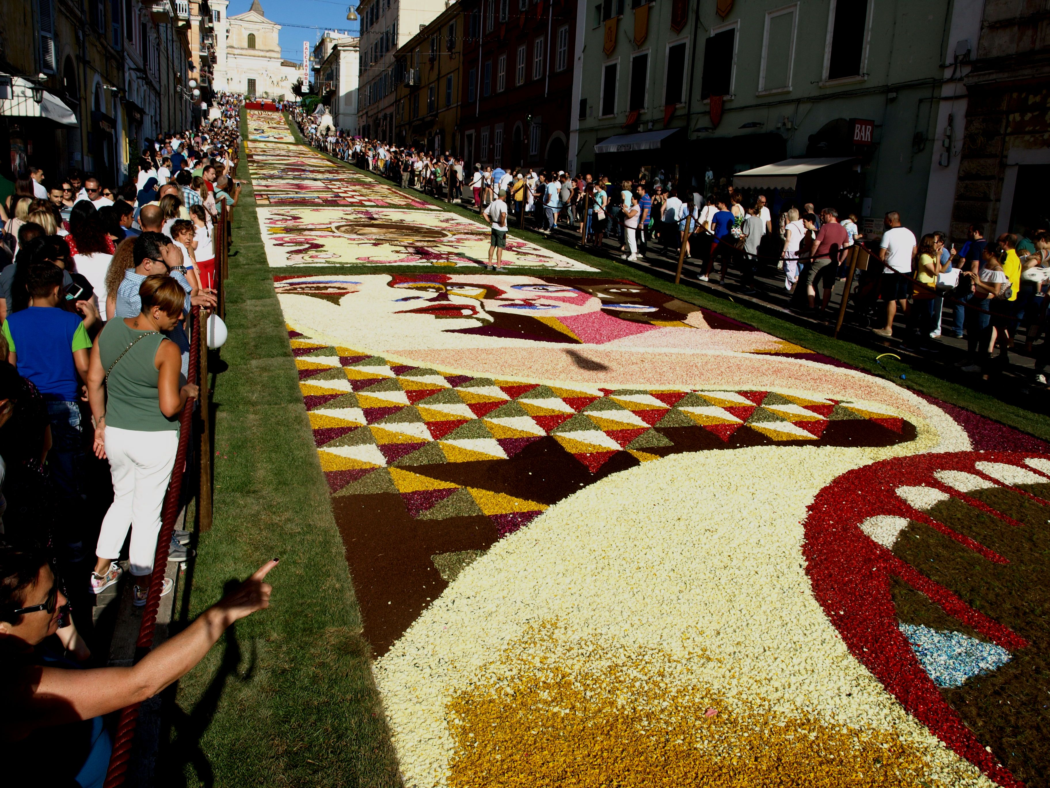 Infiorata a Genzano di Roma | Eventi Folcloristici nel Lazio