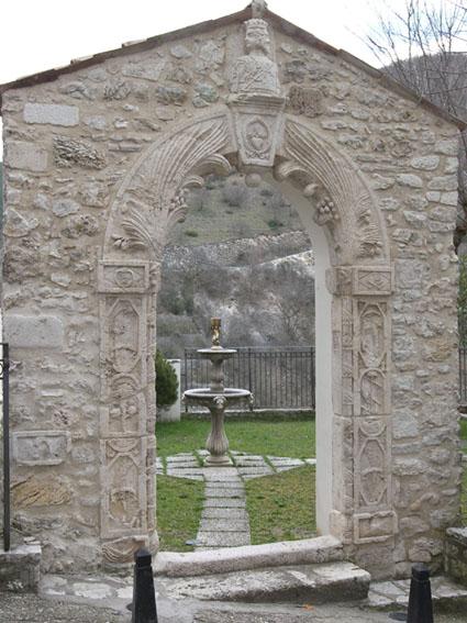 La Porta Alchemica a Rivodutri (RI) | Luoghi Misteriosi del Lazio