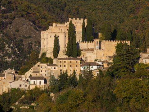 Castello Sforza – Cesarini a Rocca Sinibalda (RI) | Cosa vedere e come visitarlo