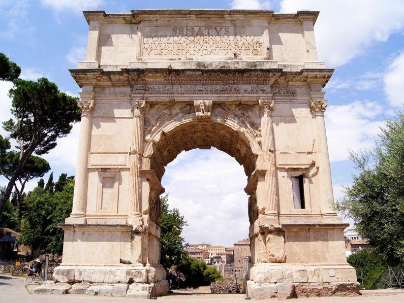 Visita l'Arco di Tito