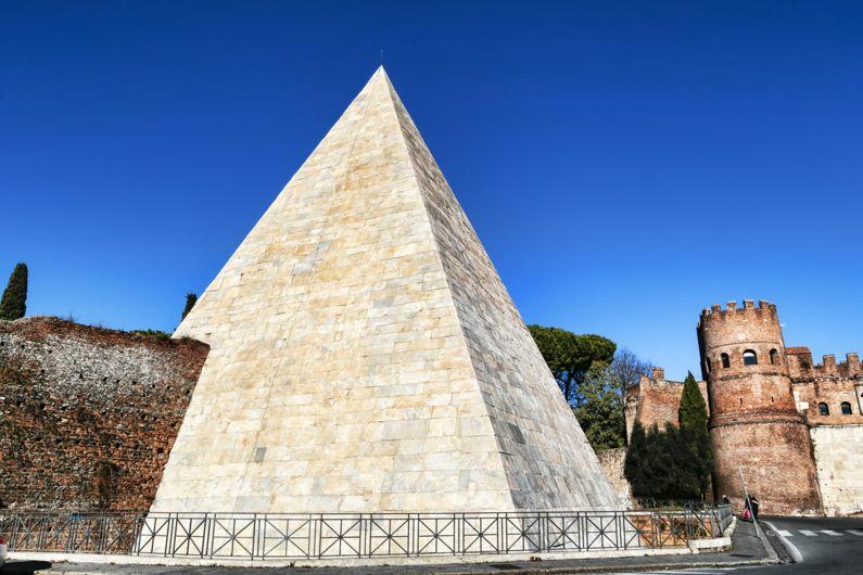 piramide cestia come visitare la piramide cestia lazio