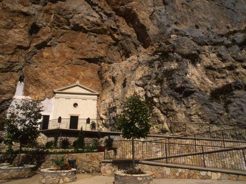 Santuario della Santissima Trinità a Vallepietra (RM) | Cosa vedere